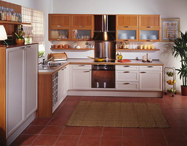White kitchen Sunlit designer kitchen grifare stock pictures, royalty-free photos & images