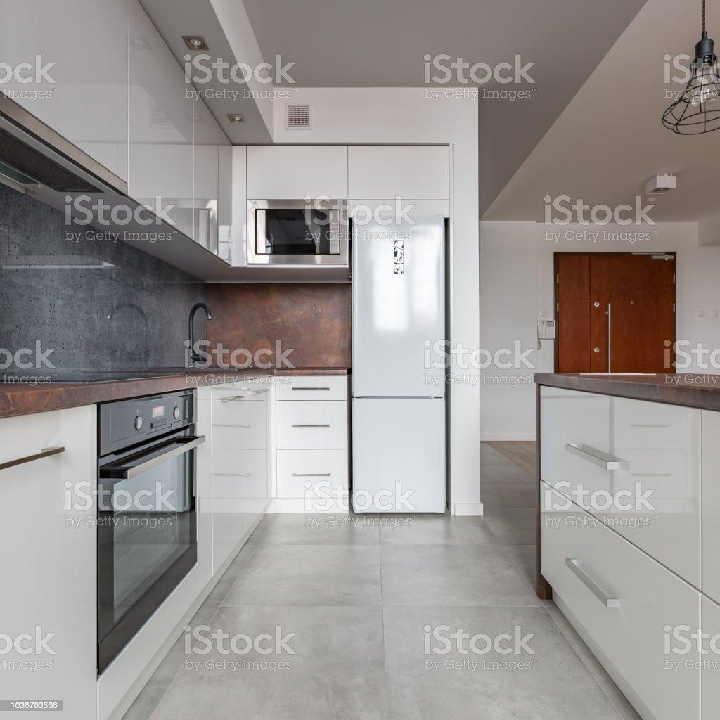 Weiße Küche Mit Granitarbeitsplatte Stockfoto und mehr ...