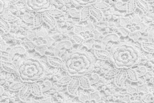 weiße spitze mit kleinen blüten. keine marken oder sache auf diesem foto zu beschränken - hochzeitskleid in schwarz stock-fotos und bilder