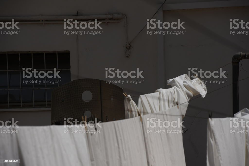White laundry flapping in the wind - Стоковые фото Без людей роялти-фри