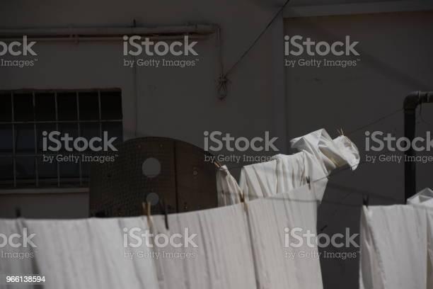 Белая Прачечная Хлопает На Ветру — стоковые фотографии и другие картинки Без людей