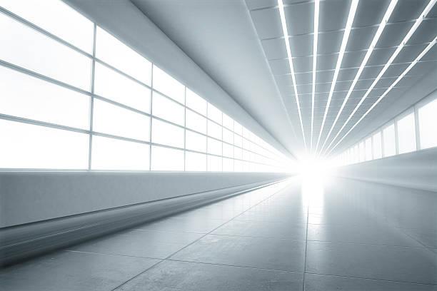 leichte weiße tunnel-hintergrund - tunnelkamin stock-fotos und bilder