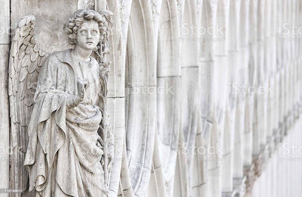 Ange en marbre blanc - Photo