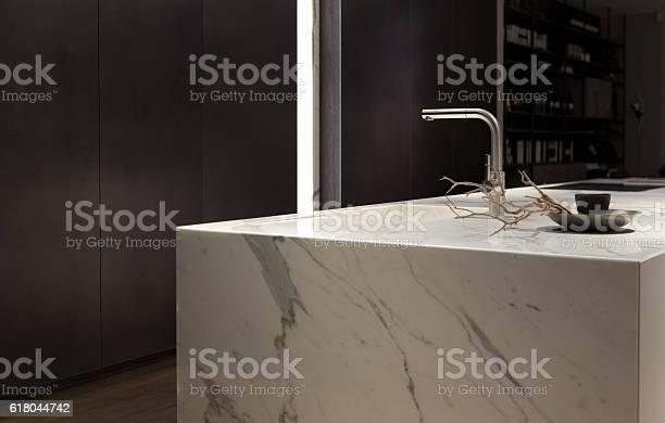White marble kitchen picture id618044742?b=1&k=6&m=618044742&s=612x612&h=nscg0en48gasumqq4nzfmc6uumgrco1znn5vm6kkr2u=