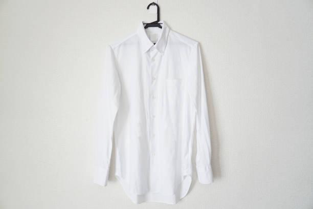 白のメンズ t シャツ。 - 襟付きシャツ ストックフォトと画像