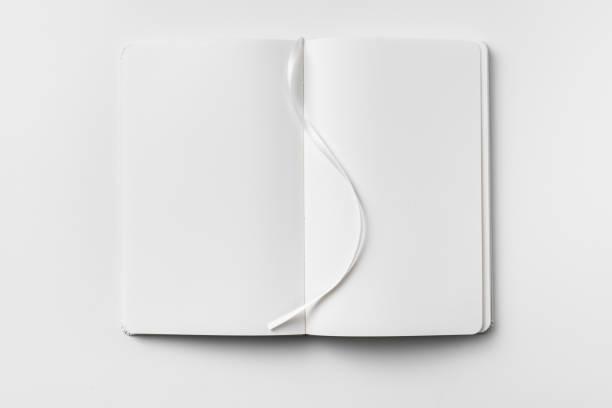 Weißes Notebook auf weißem Hintergrund isoliert – Foto