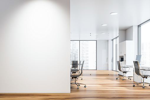 白色開放空間辦公室與類比牆 照片檔及更多 乾淨 照片