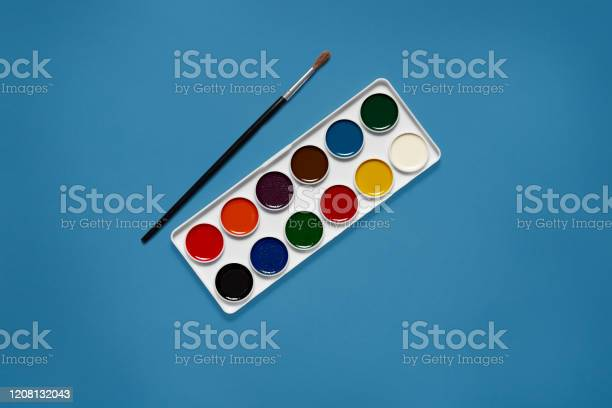 White palette with twelve various colors being in centre of picture picture id1208132043?b=1&k=6&m=1208132043&s=612x612&h=jl9oor6cuaqv 5od2m7 hkjz4tcganu2oylhx7f9qvw=
