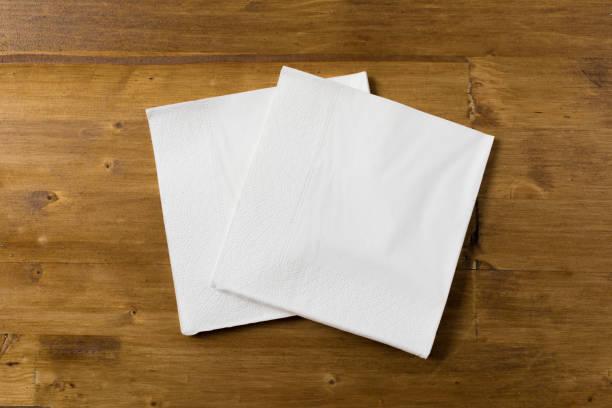 vitboken servett på trä bakgrund - servett bildbanksfoton och bilder