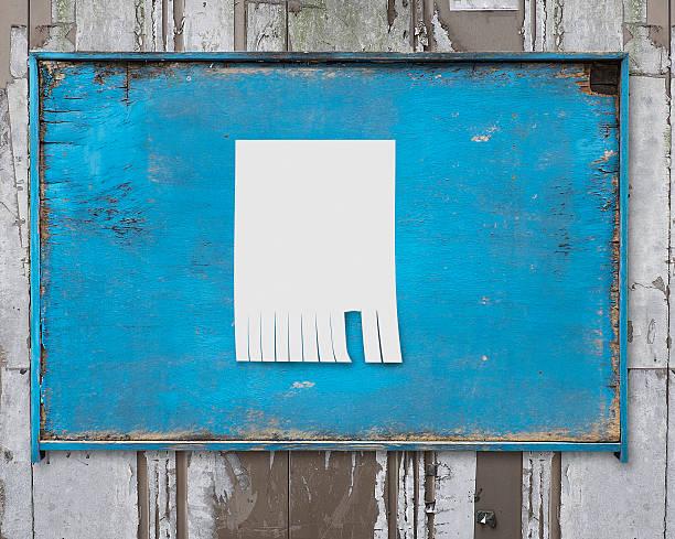 Weißbuch Gepostet am old blue wooden billboard – Foto