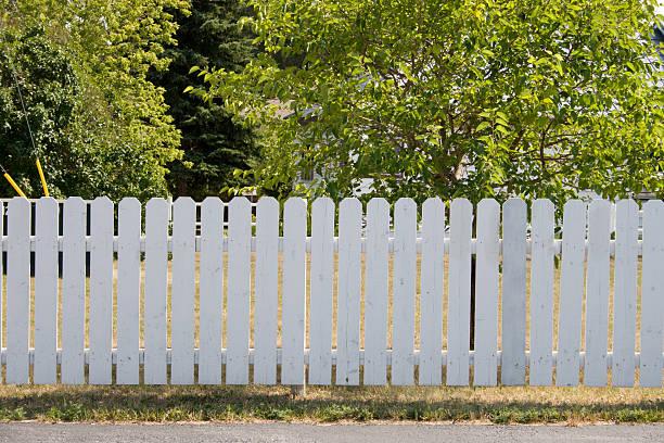 white gartenzaun und bäume - lattenzaun garten stock-fotos und bilder