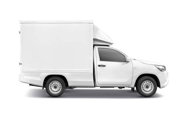 weißer pick-up-truck mit containerbox-dachrack zur überladung - pickup trucks stock-fotos und bilder
