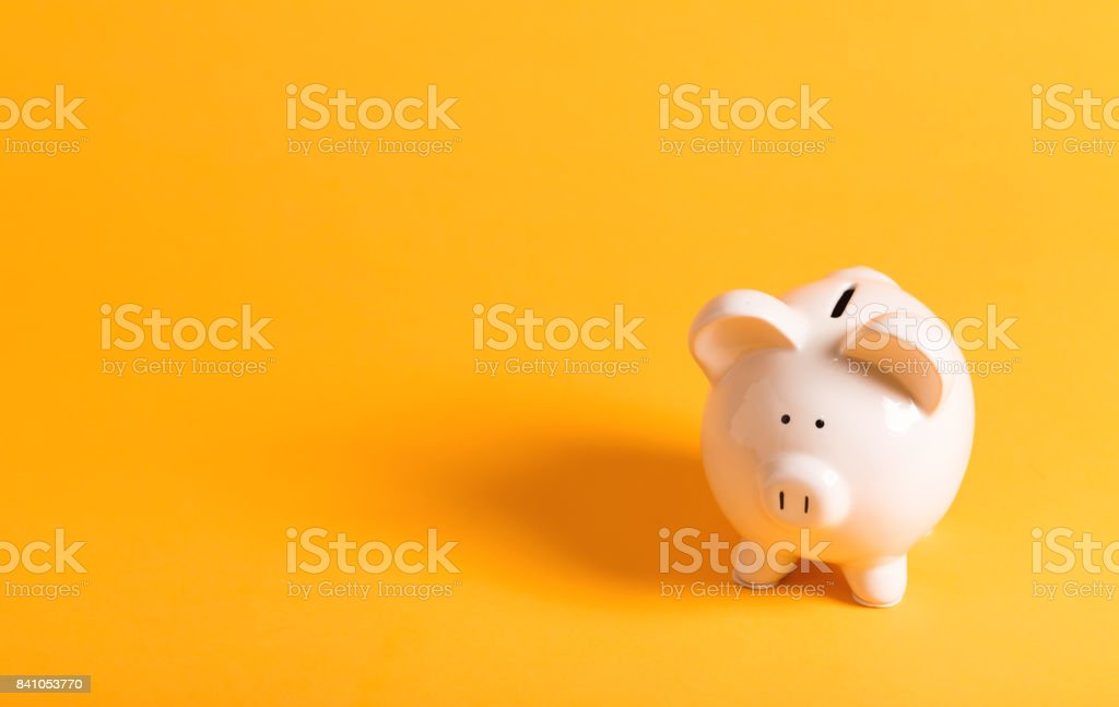 Hucha blanco en amarillo - foto de stock