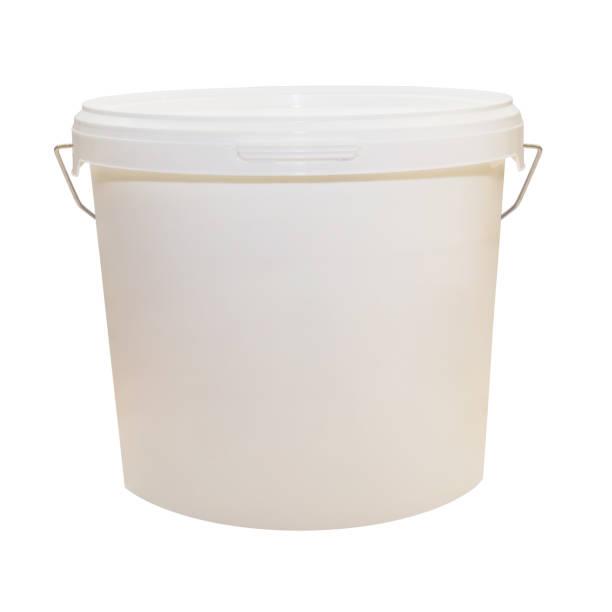 식품, 페인트 흰색 플라스틱 양동이입니다. 900 ml, 5 kg 선택 된 경로입니다. 포장 이랑 템플릿입니다. 전면 보기, 핸들을. 흰색 배경에 고립. - 통 용기 뉴스 사진 이미지