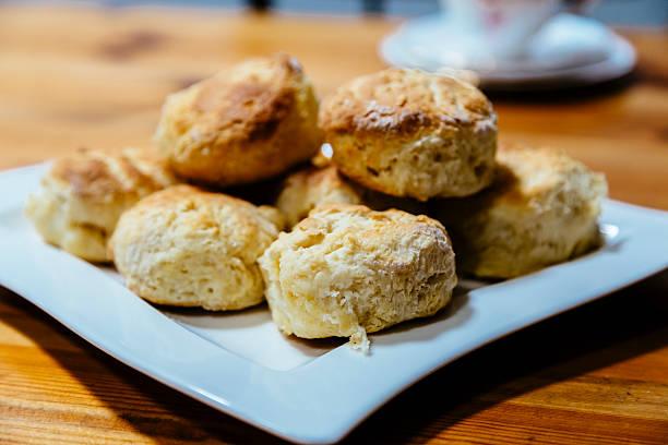 white platter with scones - scones backen stock-fotos und bilder