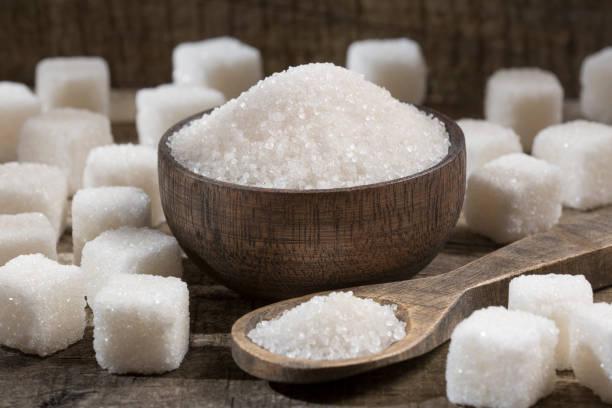 white refined sugar powder and cubes - açúcar imagens e fotografias de stock