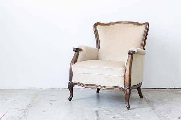 weiße retro-stuhl - sessel retro stock-fotos und bilder