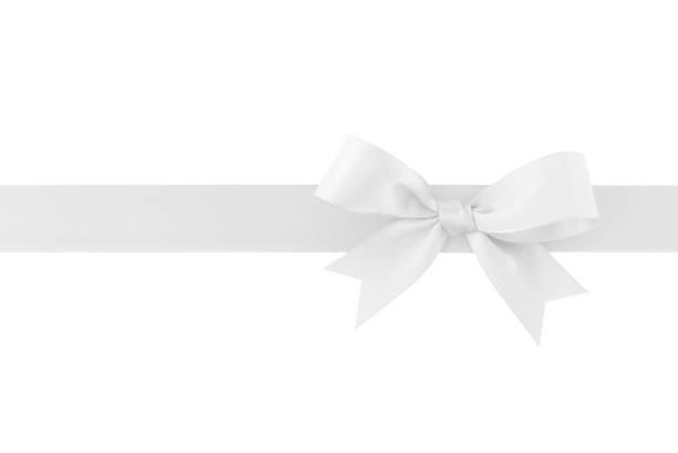weißes band mit schleife isoliert auf weißem hintergrund - geschenkschleife stock-fotos und bilder
