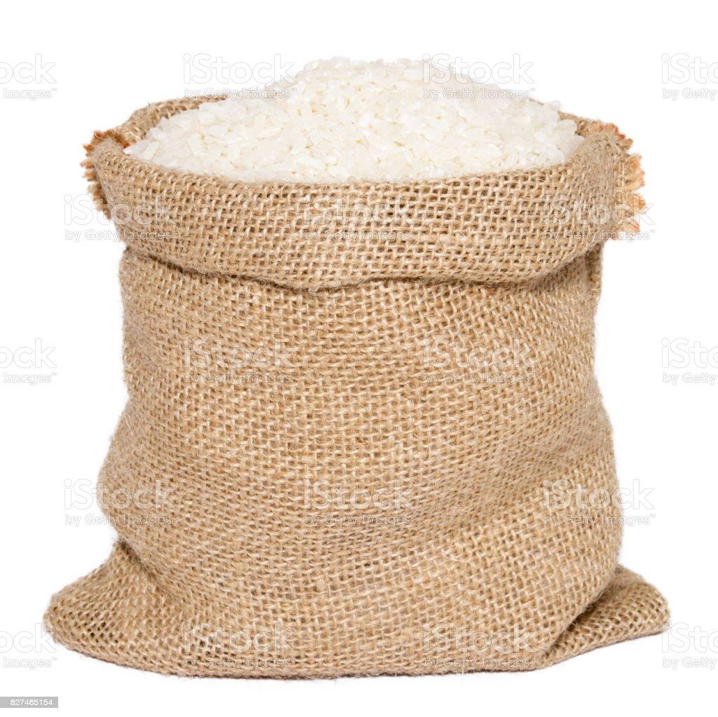 Arroz en bolsa de saco de arpillera aislado sobre fondo blanco blanco - foto de stock