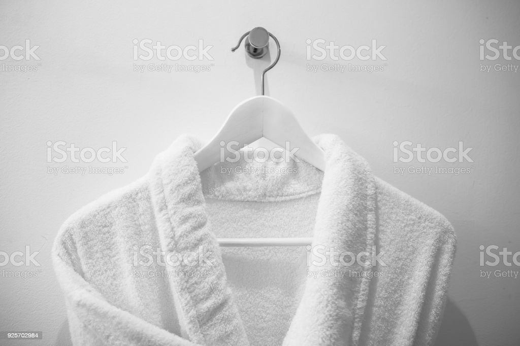 White robe on the hanger in the bathroom. - foto stock