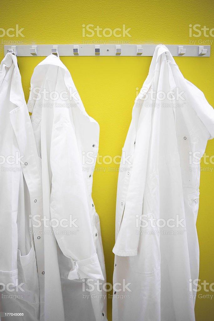 Blanco, batas de baño - foto de stock
