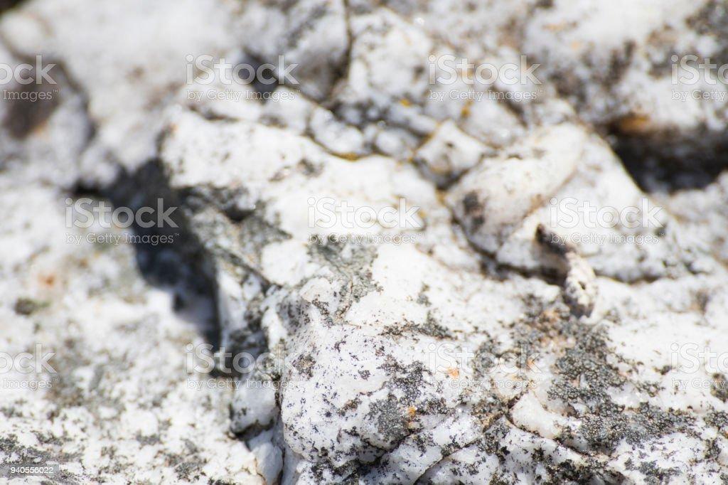 witte rots met van aders in een achtergrond foto