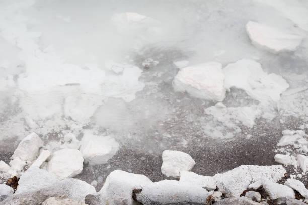 Weiße Felsen im Wildwasser – Foto