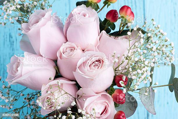 White rose bouquet on blue table picture id636524596?b=1&k=6&m=636524596&s=612x612&h=aocj5ojofipkmogcg5cwkmvuqurytdzbnxmpvntmazc=