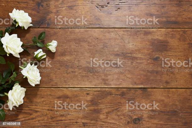 White roses on rustic wood background picture id674659818?b=1&k=6&m=674659818&s=612x612&h=dts501cmljqehz o0cbfwvfyhlhih6yk24dxvl5b2fc=