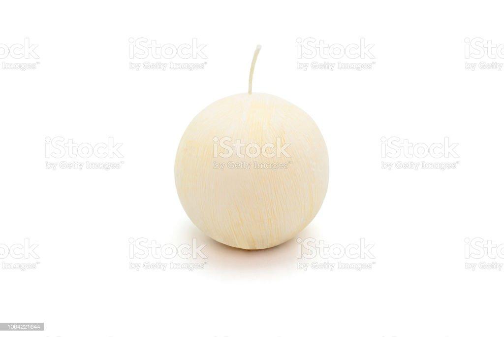Weiße Runde liegt Paraffin Kerze auf einem weißen Hintergrund mit einem Beschneidungspfad. – Foto