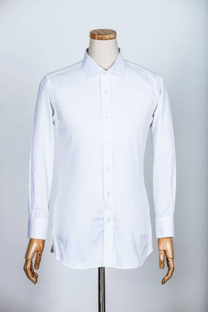 Manequim em uma camisa branca - foto de acervo