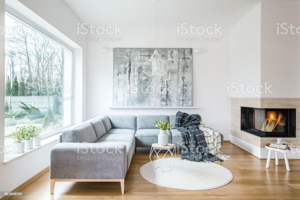 diseño de sala de estar de chimenea de esquina Blanco Sentado Interior De Sala Con Sof De La Esquina Gris
