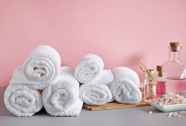 weißes spa-handtücher  - sauna textilien stock-fotos und bilder
