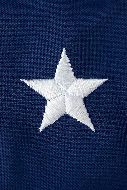 Blanco estrellas en bandera estadounidense - foto de stock