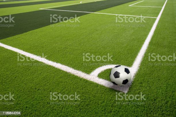 White stripe on the green soccer field from top view beautiful of picture id1189844204?b=1&k=6&m=1189844204&s=612x612&h=wu ao jirzfqpi gaycntqlmgdpsvcdzesrftqz69w0=