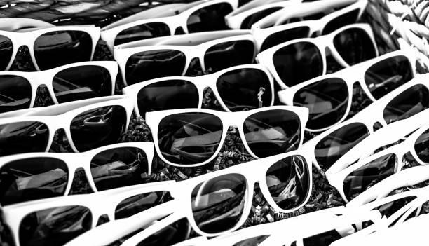 Weiße Sonnenbrille – Foto