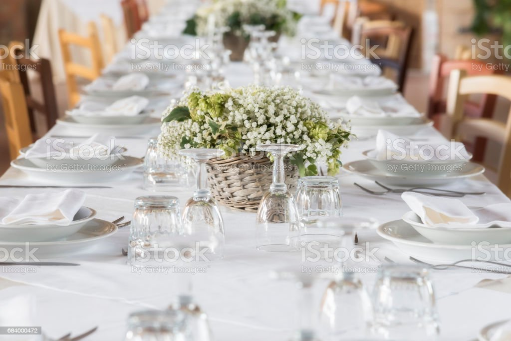 white table set for party – Foto