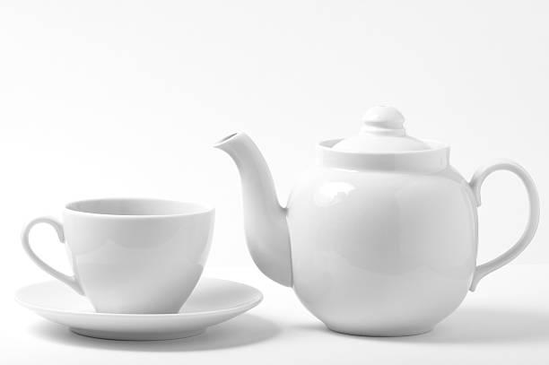 hemdbluse und teekanne - keramikteekannen stock-fotos und bilder