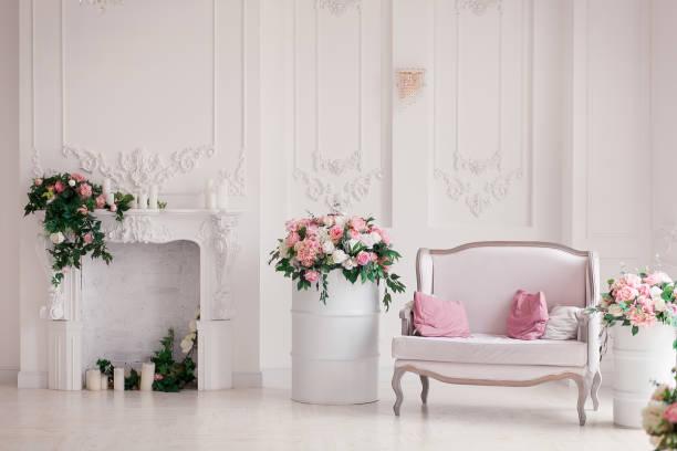 White textile classical style sofa in vintage interior with fireplace picture id925485878?b=1&k=6&m=925485878&s=612x612&w=0&h=6ffpmopoecktn9wznqxqzwgci6c3gu4rk arequvx2u=