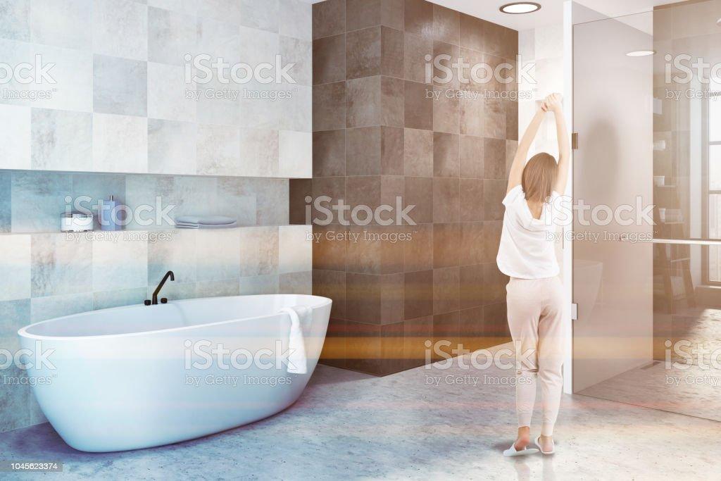 Weiße Fliesen Badezimmer Interieur Seitenansicht Frau ...