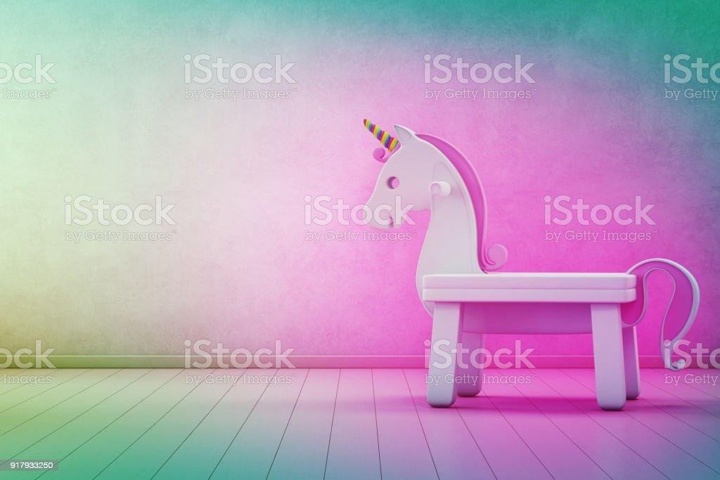 Behang Kinderkamer Regenboog : Witte speelgoed eenhoorn op houten vloer van de kinderkamer met lege