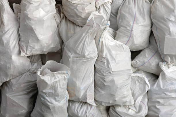 white trash bags - polypropylen stock-fotos und bilder