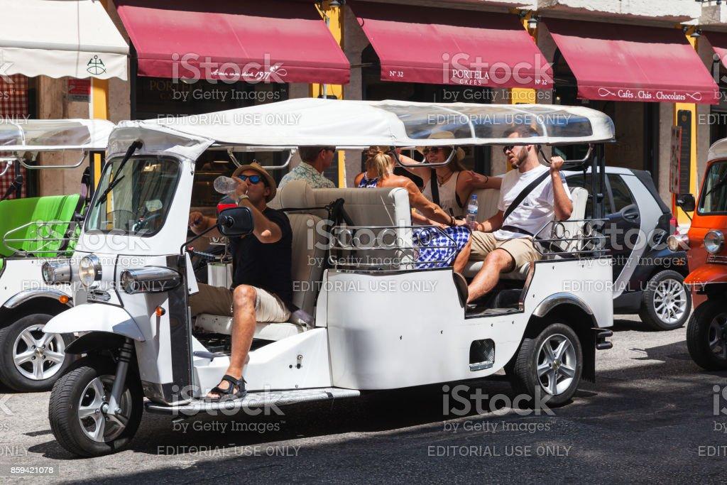 White Tuk Tuk taxi cab rides the street - foto stock