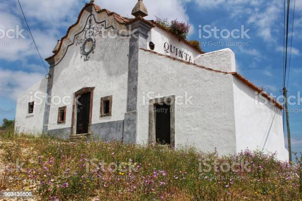 Biały Typowy Dom Wiejski W Portugalii - zdjęcia stockowe i więcej obrazów Architektura