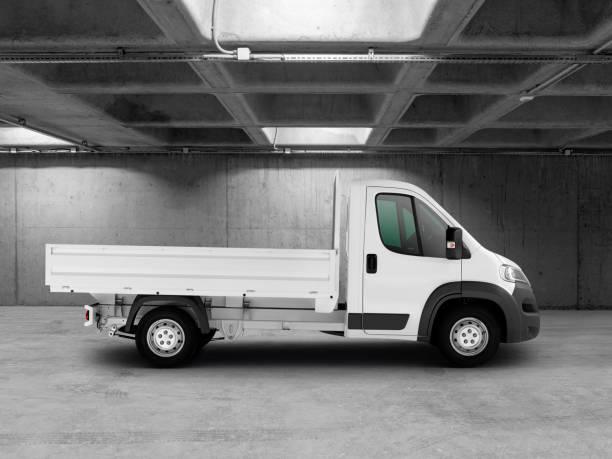 weißer lieferwagen (clipping-pfad) - pickup trucks stock-fotos und bilder
