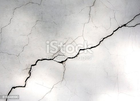 istock white wall with cracks 516548590