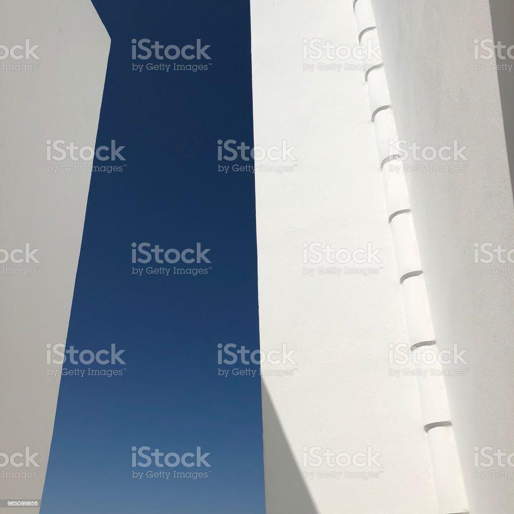 White walls and blue sky zbiór zdjęć royalty-free