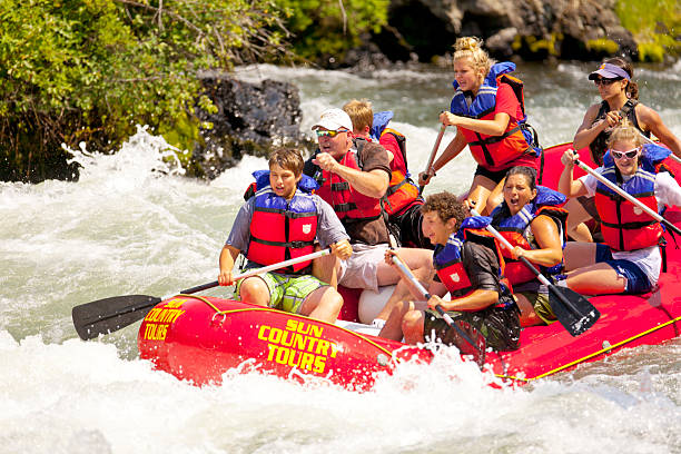 White Water Rafting Snake River Bend - USA - July 15, 2008:  eight people, including guide,  paddling down the rapids in Snake River Bend, Oregon. wet clothing women t shirt stock pictures, royalty-free photos & images