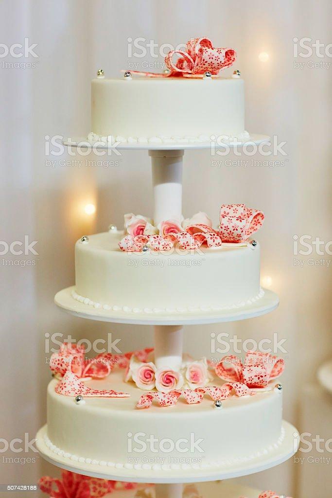 Photo Libre De Droit De Décoré Avec Un Gâteau De Mariage