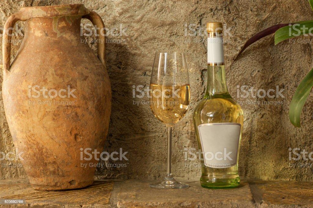 vin blanc et vieux pichet - Photo